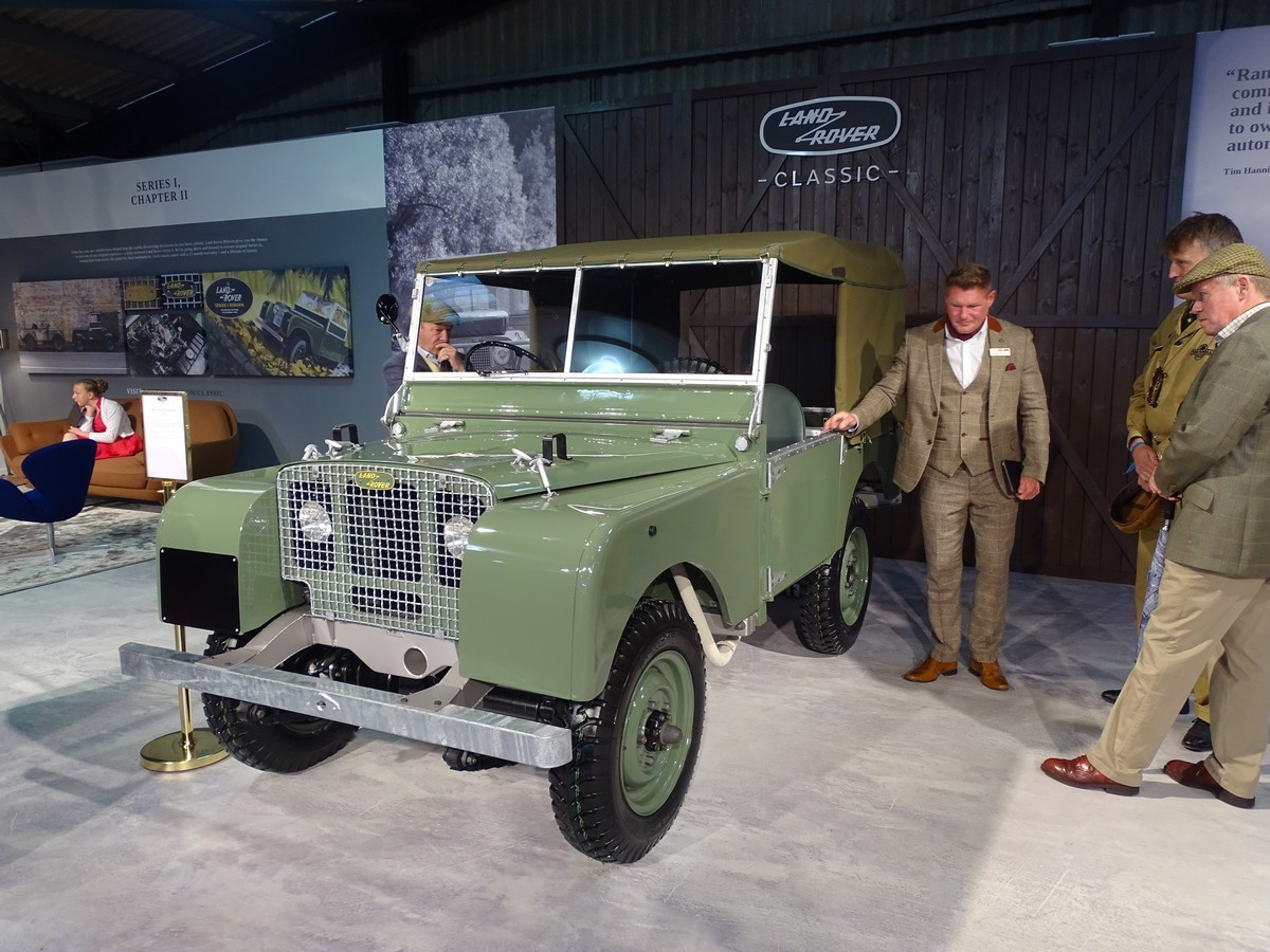 Land Rover at the Goodwood Revival 2017