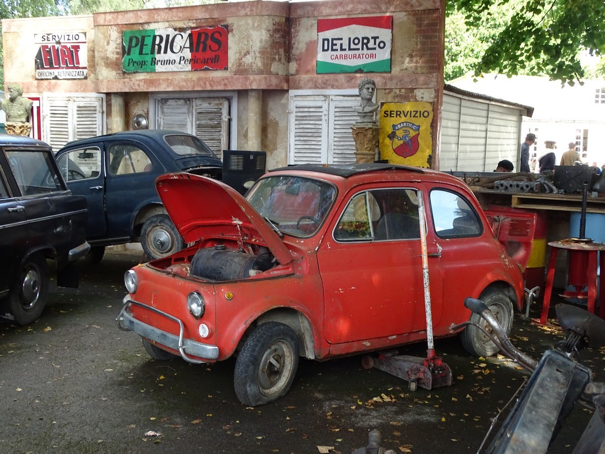 Italian Garage at the Goodwood Revival 2017